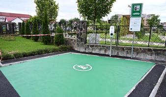 Hat elektromos autó töltőállomás nyílt Nagybányán