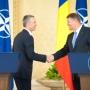 Megdicsérte Romániát Bukarestben a NATO főtitkára