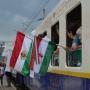 Erdélybe érkezett a zarándokvonat – dél-amerikai fiatalok is a csíksomlyói búcsúba tartanak